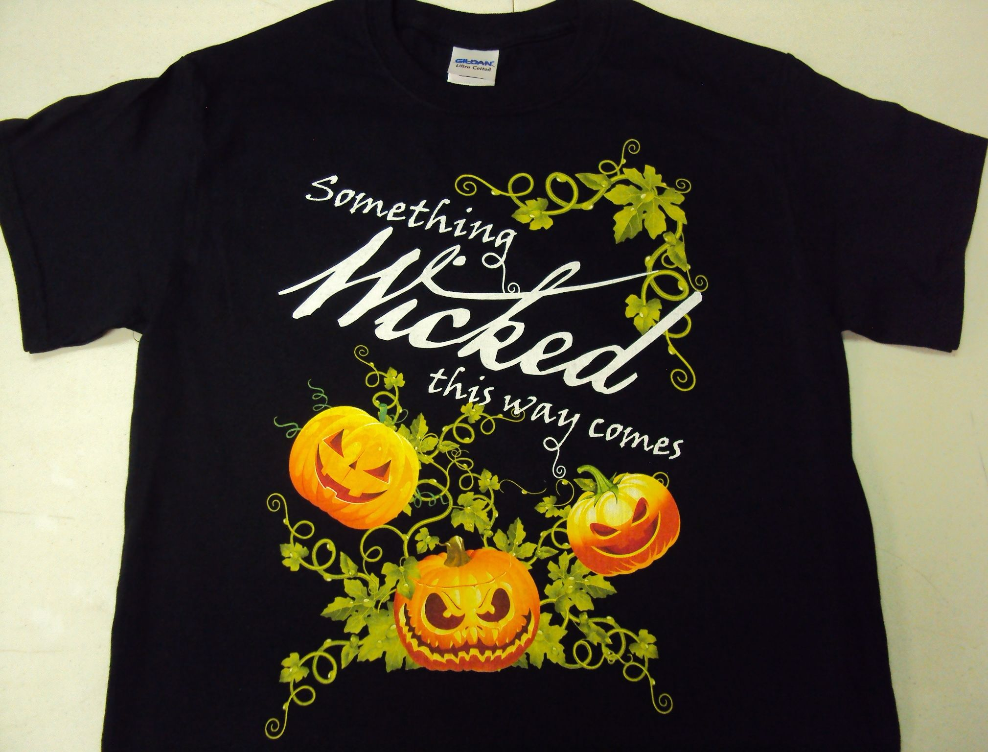 """""""Something Wicked This Way Comes"""" Halloween t-shirt"""