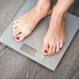 Wieder ein Kilo mehr, obwohl Du gestern fleißig trainieren warst und wenig gegessen hast? Wir zeigen Dir, auf welche Fehler Du beim Wiegen achten solltest.