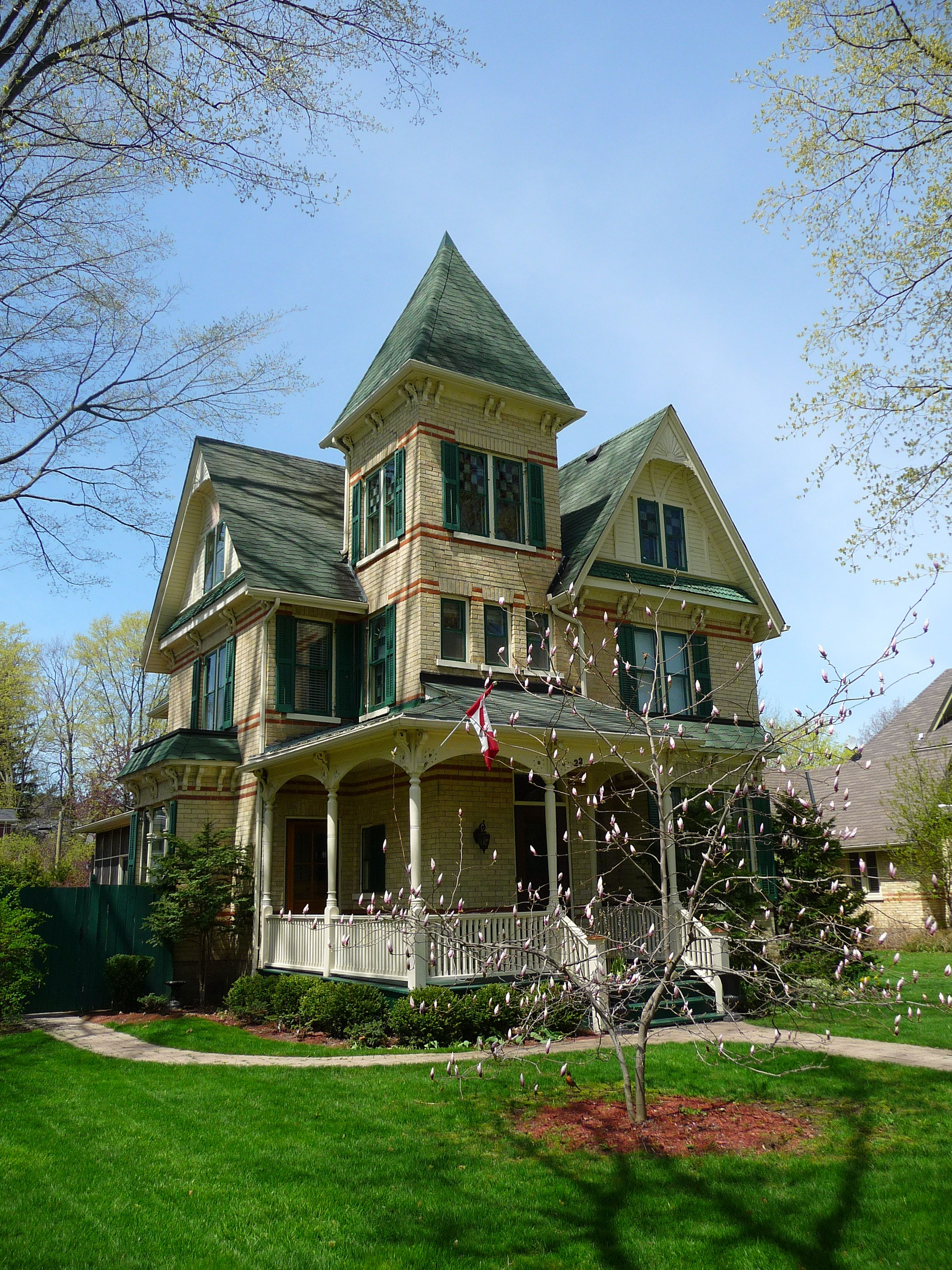 Victorian Charmer I Love That It S Brick Instead Of Wood Victorian Homes Victorian Style Homes Old Victorian Homes