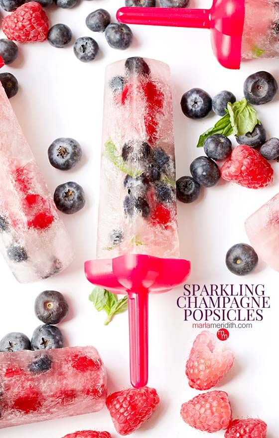 Sparkling Champagne Popsicles - Marla Meridith #champagnepopsicles