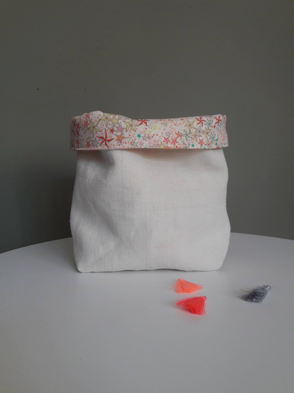 Panier de rangement en lin ancien de couleur naturelle et tissu adelajda multicolore de la boutique LaetitBroc sur Etsy