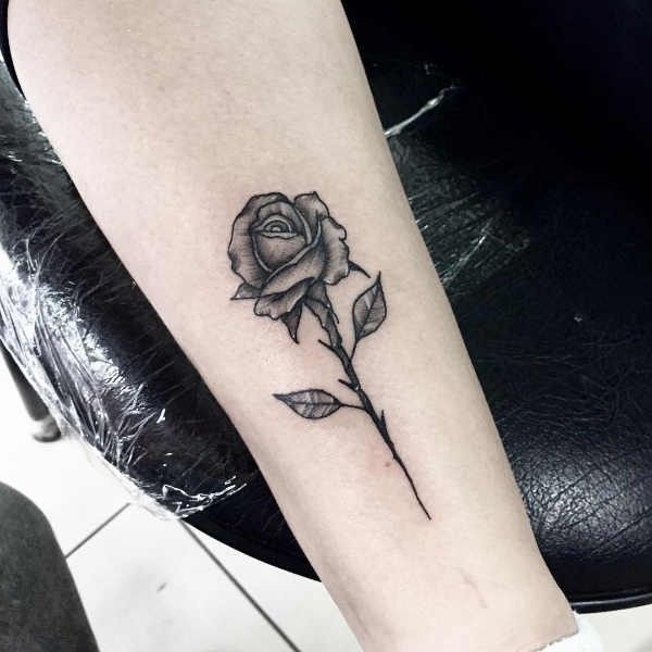 Tatuaż Róża Znaczenie Historia 40 Zdjęć Pomysł Na