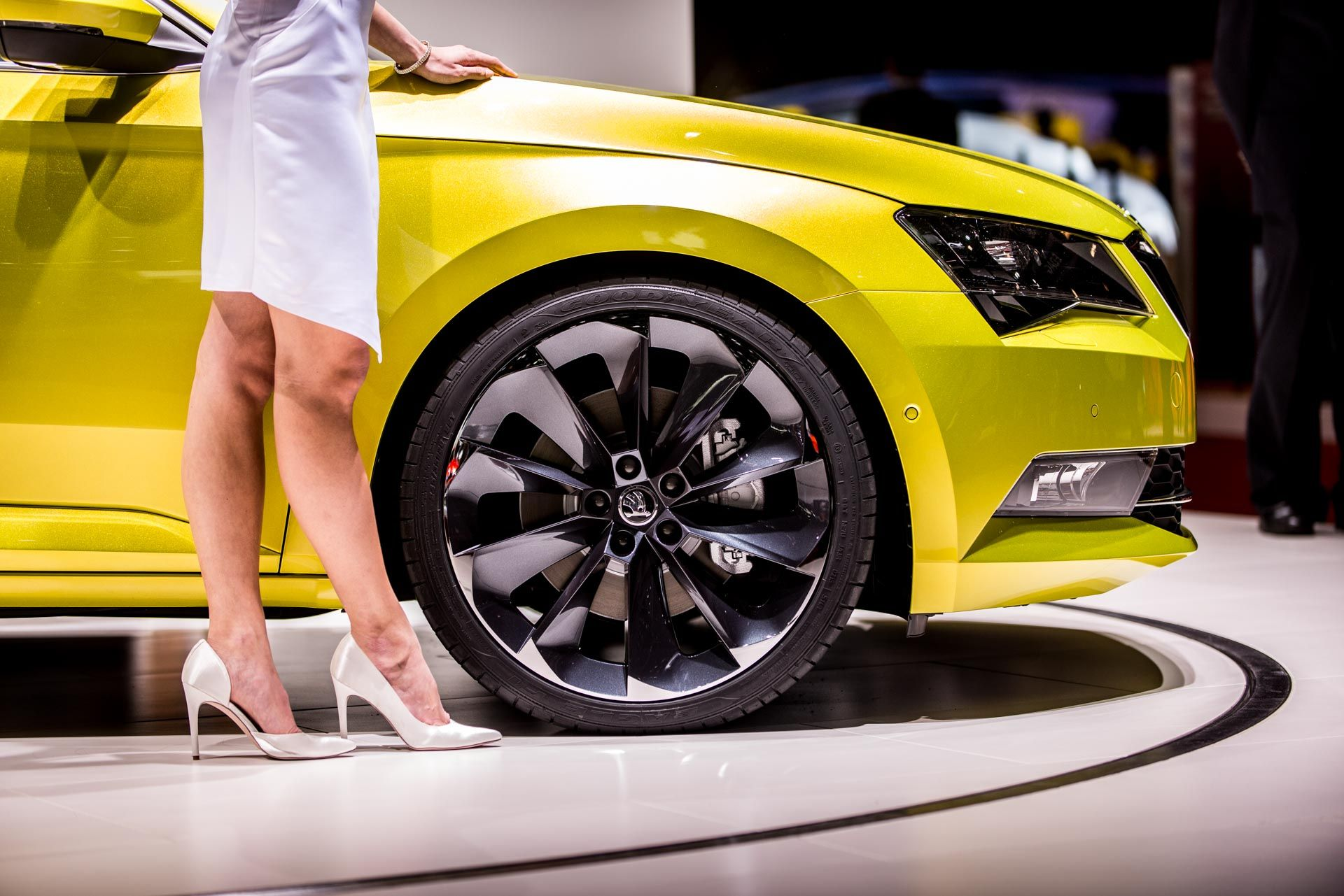 Glossy Alloy Wheels Make Your Car Look Classy And Chic - Show wheels on your car