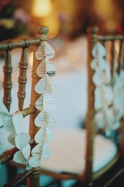 2014 heart shaped beach wedding chair decor, handmade beach wedding decor.  Koristeiden sydämissä käytetyt paperit voisi olla tehty esim. kirpparilta ostetun Raamatun sivuista! (Psalmit)