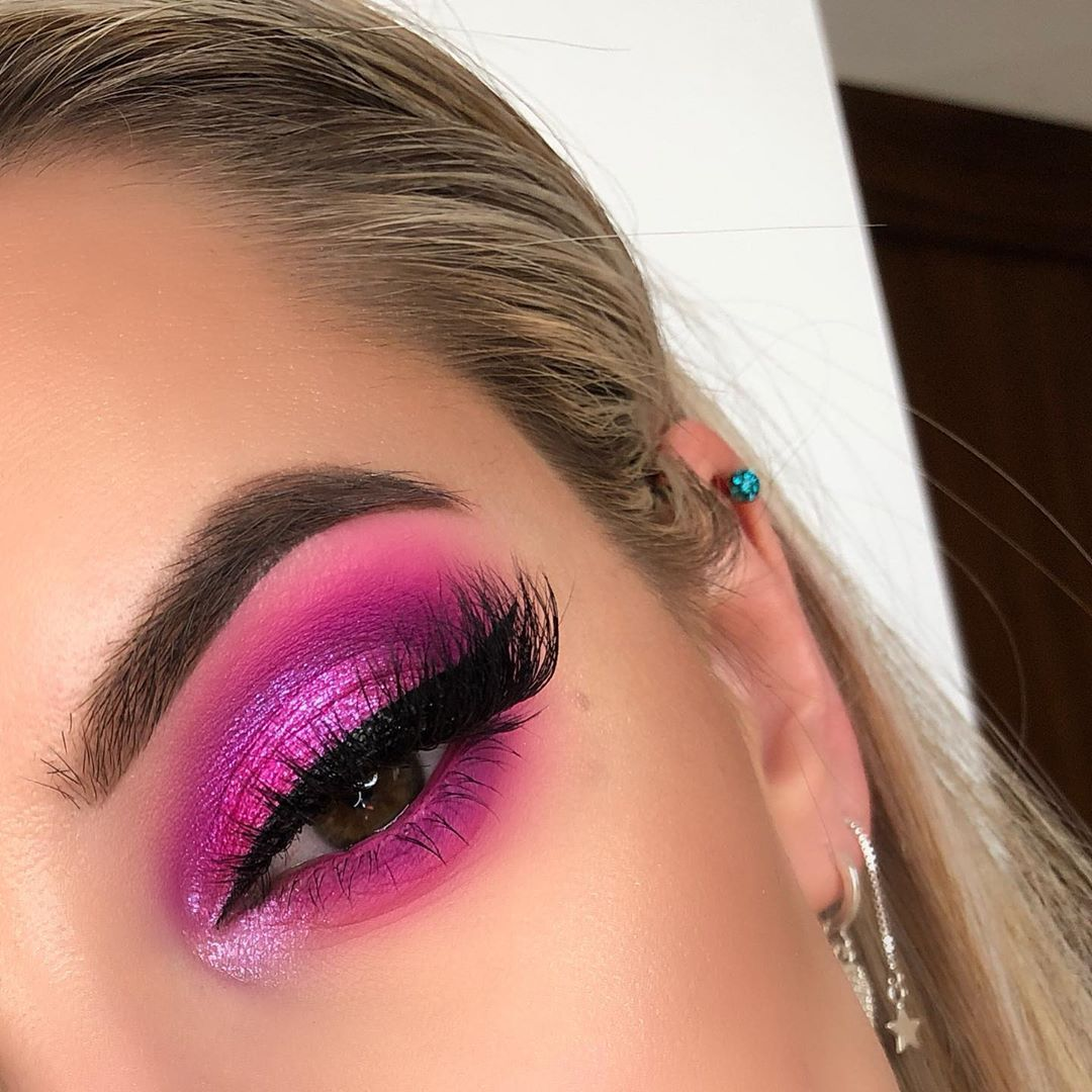 "ALEKSANDRA | MAKEUP on Instagram: ""Hello guys 😘  Neon Pink obsession palette is amazing 🙌🙌🙌 please tag @hudabeauty if you like it ❤️ Makeup details : @huda @hudabeautyshop…"""