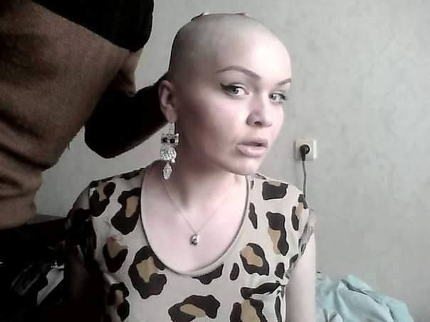 Bald fetish gold woman