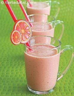 A whopping hit with people of all age groups, fresh strawberries are at the centre-stage as far as this smoothie goes. However, when strawberries are not in season, you can use strawberry crush instead to prepare the orange and strawberry smoothie.