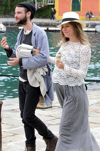 867db52a494f8 pregnancy style | Love your Style | Sienna miller pregnant, Sienna ...