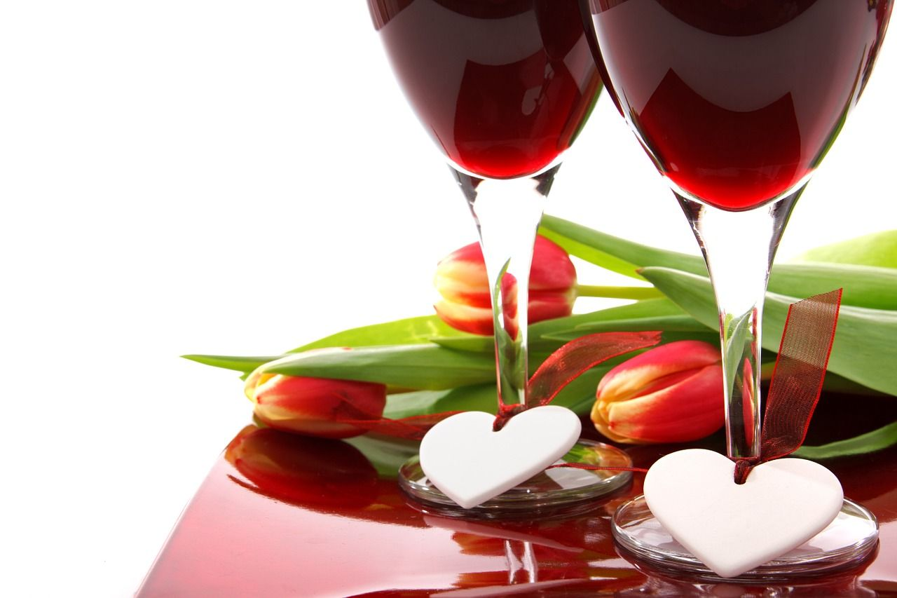 What Makes Red Wine So Lovable The New Healthy Alternate To Other Drinks Valentine S Day Drinks Healthy Valentines Valentines Day Wine