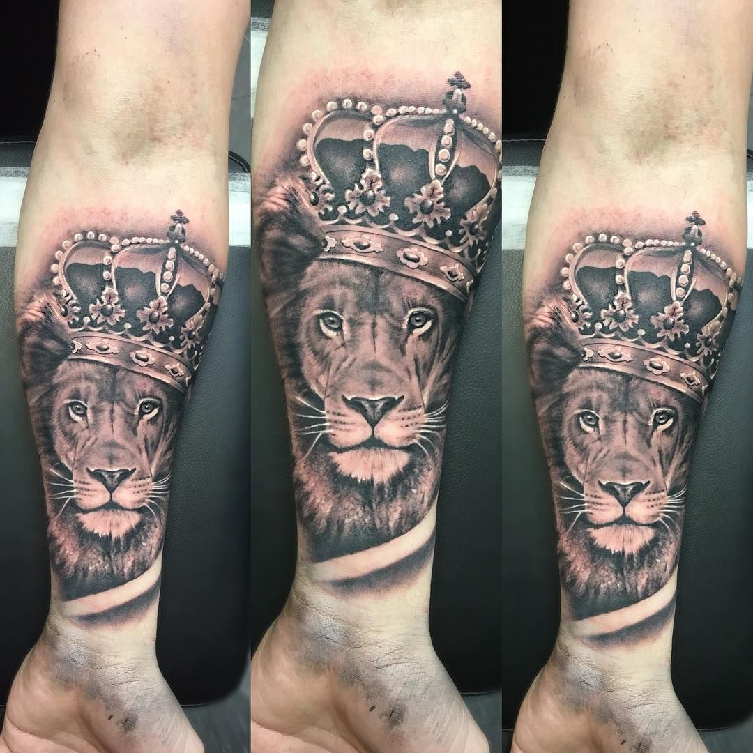 150 realistic lion tattoos and meanings 2017 collection -  Lion With Crown Tattoo