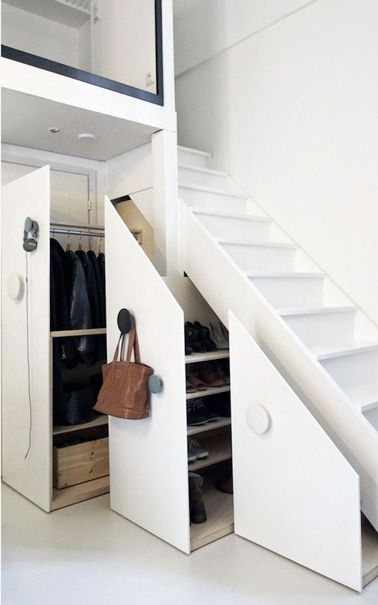 9 astuces pour am nager un espace fut sous l 39 escalier rangement dressing dressing et escaliers. Black Bedroom Furniture Sets. Home Design Ideas
