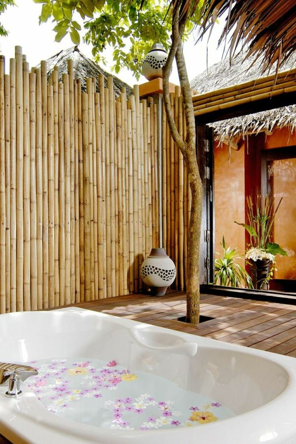 whirlpool im garten sichtschutz bambus gartengestaltung