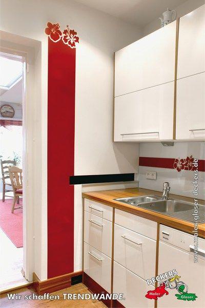 kreative wandgestaltung in der k che mit rotem streifen und blumen durch den fachbetrieb maler. Black Bedroom Furniture Sets. Home Design Ideas