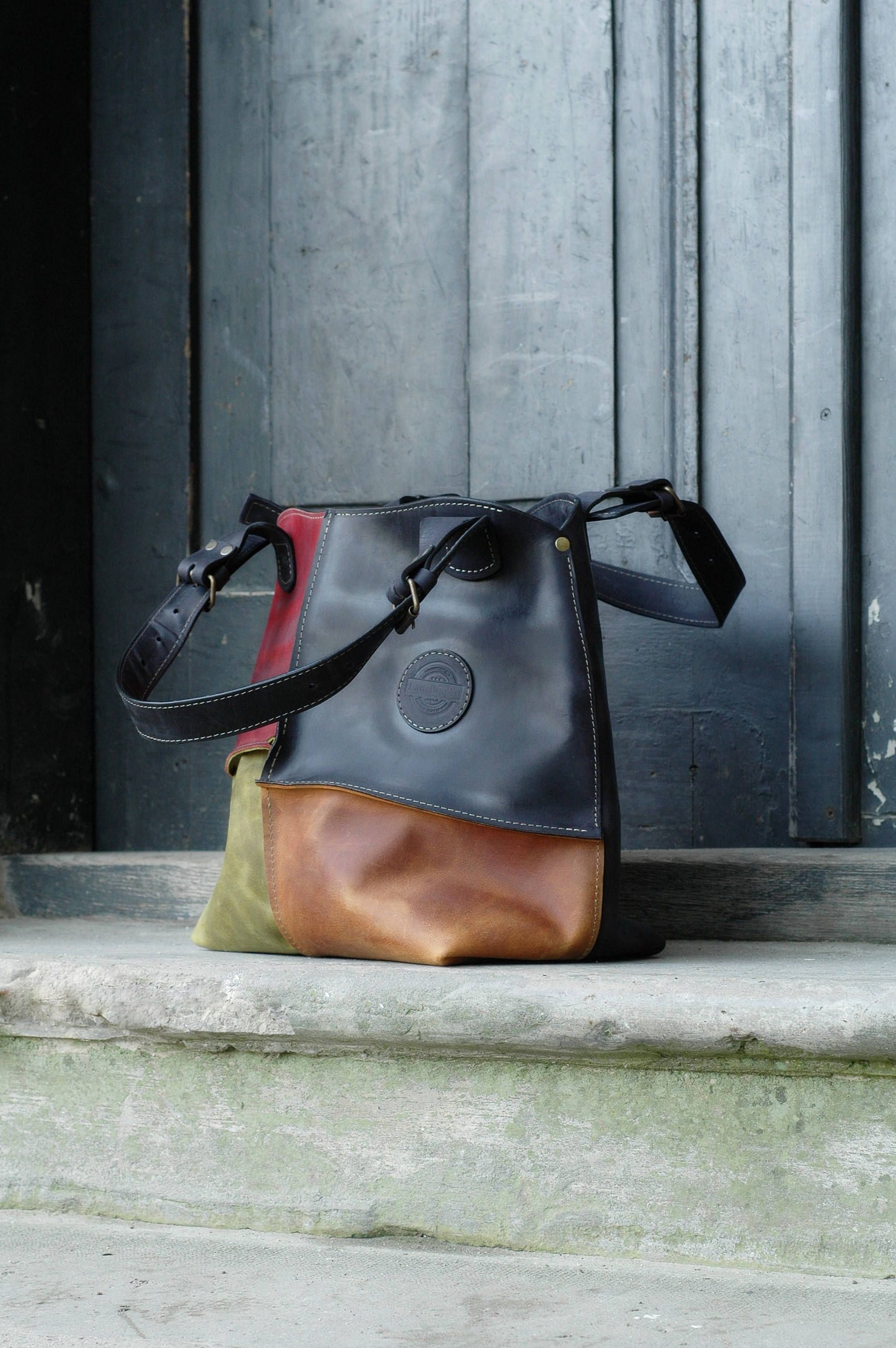 Oversized Lined Leather Shoulder Bag With Zipper Closure