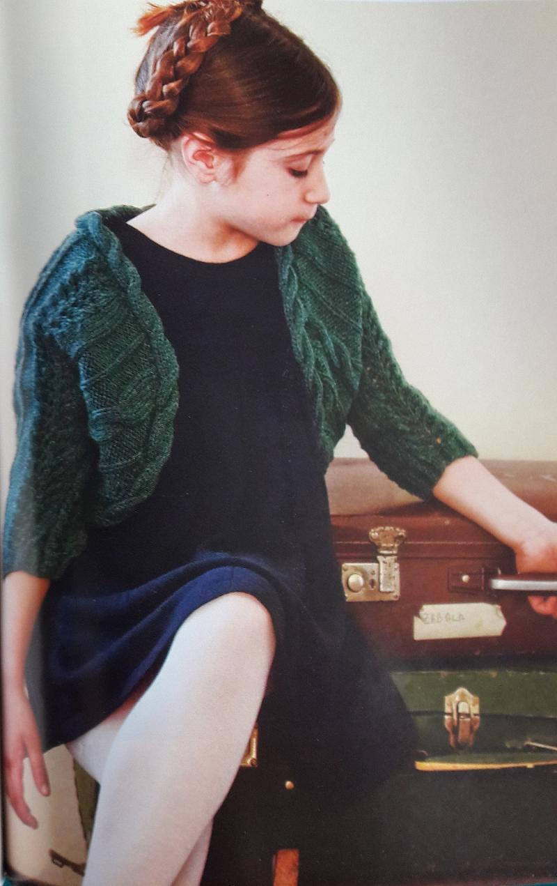 bolero tejido con torzadas para niña | Dos agujas | Pinterest ...