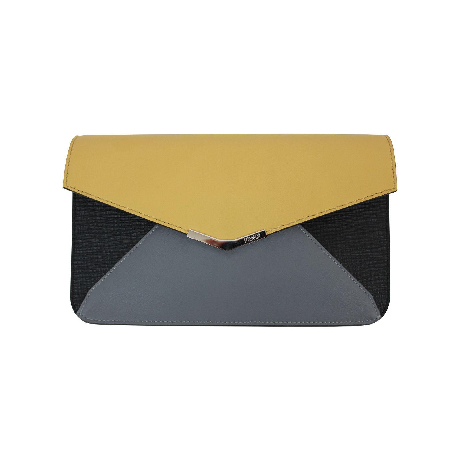 ad7857d230dc Pochette Fendi www.jolicloset.com  sac  pochette  fendi  luxe  mode ...