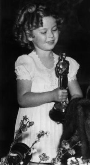 Shirley Temple With Her First Oscar Shirley Temple Shirley