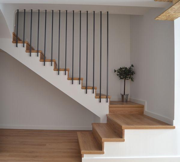 Nos gustaba el suelo con efecto desgastado tambi n la - Barandillas para escaleras interiores modernas ...