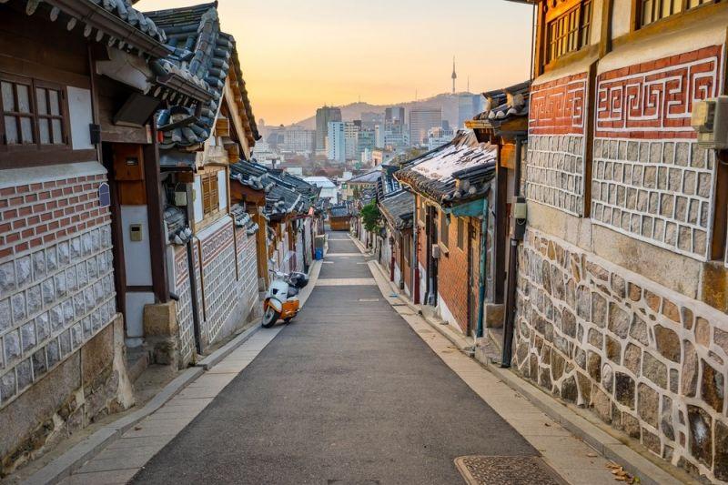 Bitcoin Price Surges Past $2,070 in South Korea, Arbitrage Opportunity? #Bitcoin #arbitrage #bitcoin