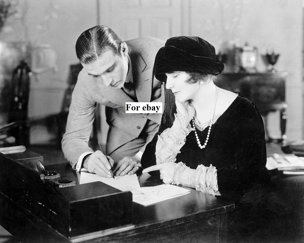 Rudolph Valentino With Elinore Glynn Sign The Petition For Sarah Bernhardt Photo
