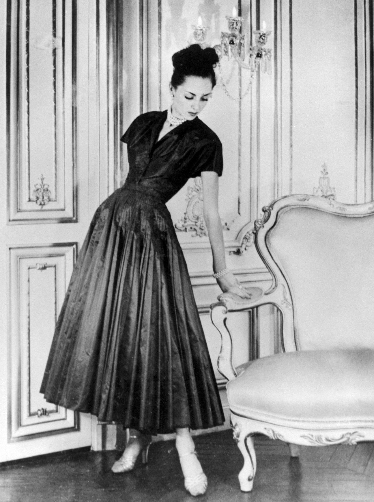 Iconic 40s Fashion: A Christian Dior Creation (1947)