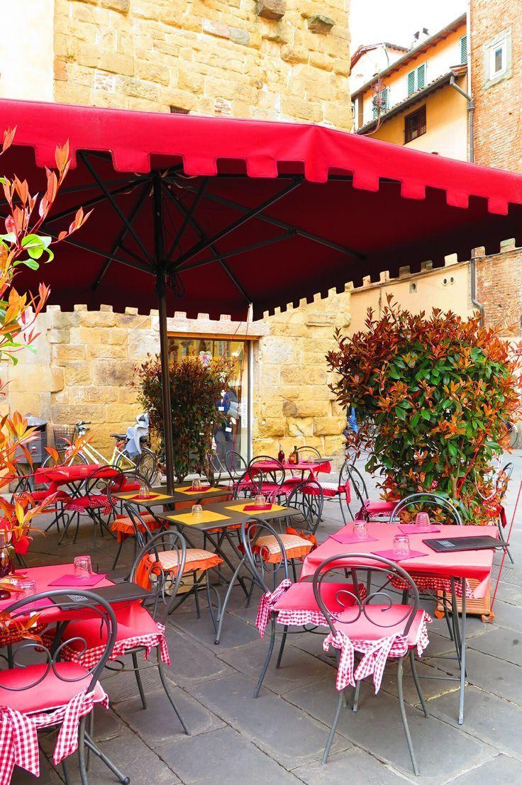 No bom dia de hoje a inspiração vem da província de Lucca, na Toscana. Charme, simplicidade, bom gosto, a harmonia natural entre o novo e o antigo.