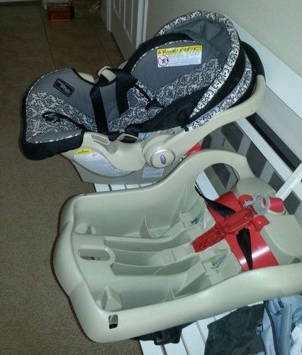 Graco SnugRide 35 Rittenhouse Infant Car Seat With 2 Bases Color Tan 047406111183