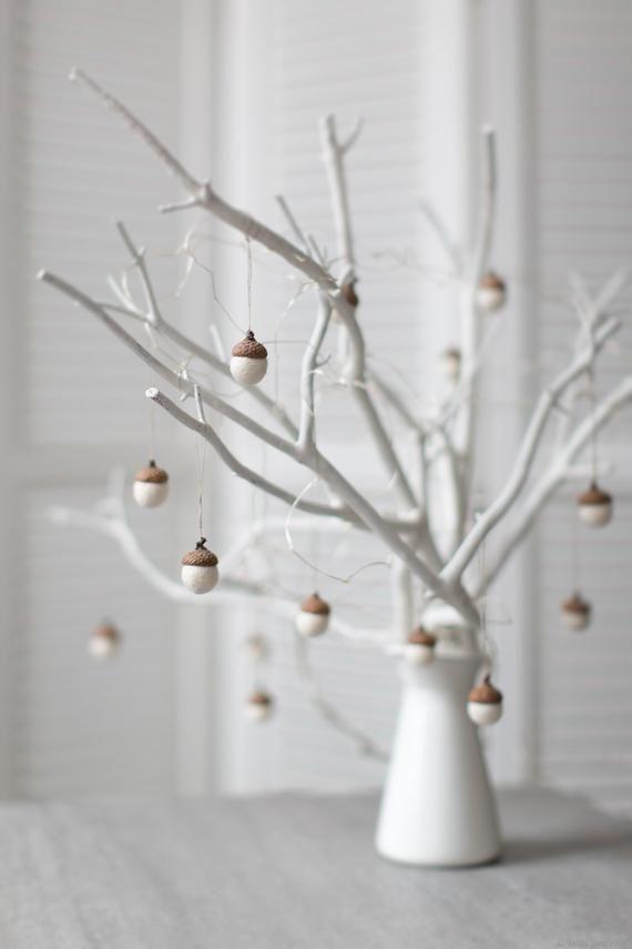 Weiße Weihnachtsschmuck - gefilzte Eichel Dekorationen - Set von 6 magischeWald Wald Partei begünstigt - Mitarbeiter Geschenkidee - von Vaida Petreikis
