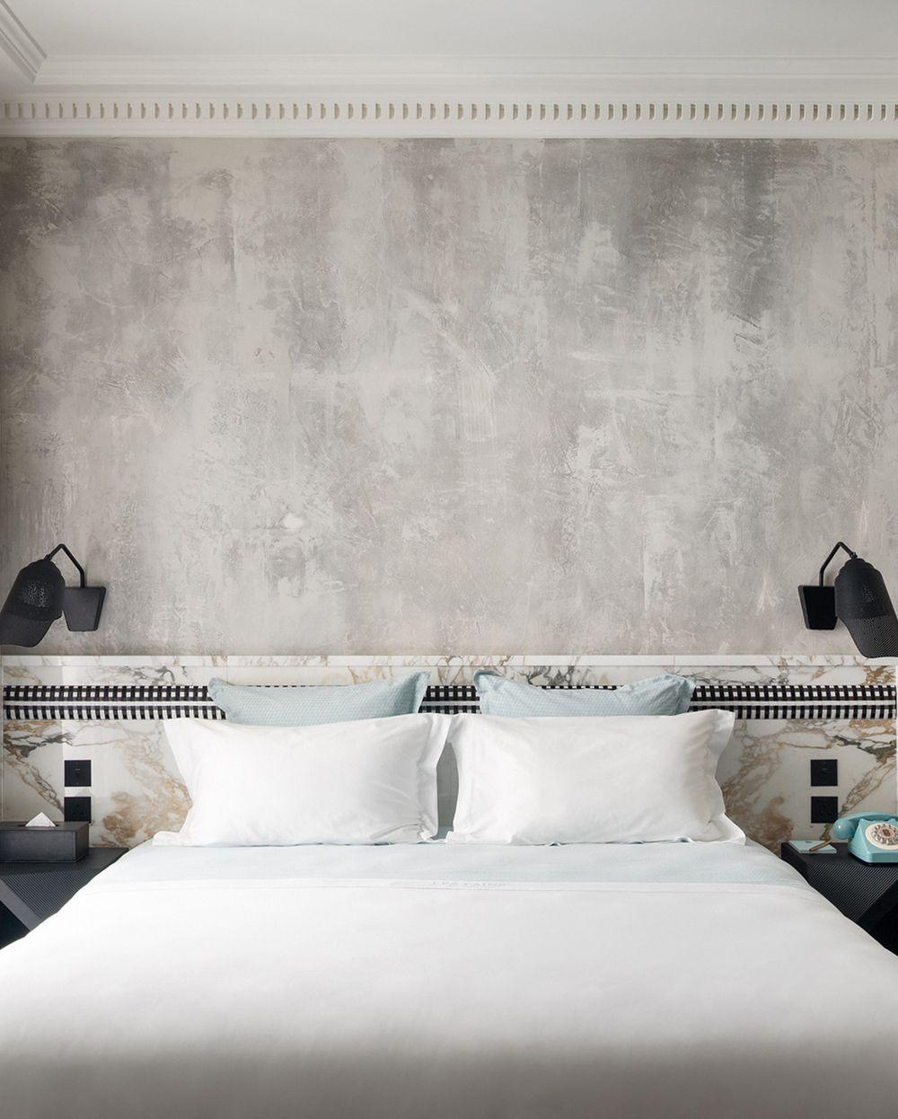 Plaster walls les bains douches paris 7 19th century Bedrooms