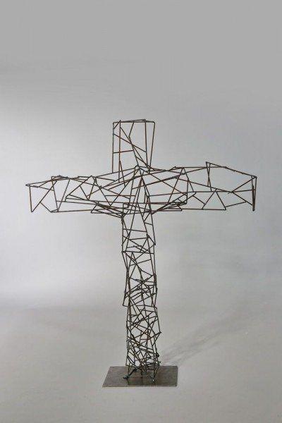 aus Schweißdraht, ein Kreuz der Leichtigkeit
