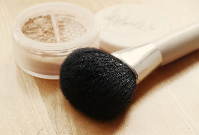 Review: Lily Lolo Mineral Foundation #lilylolo