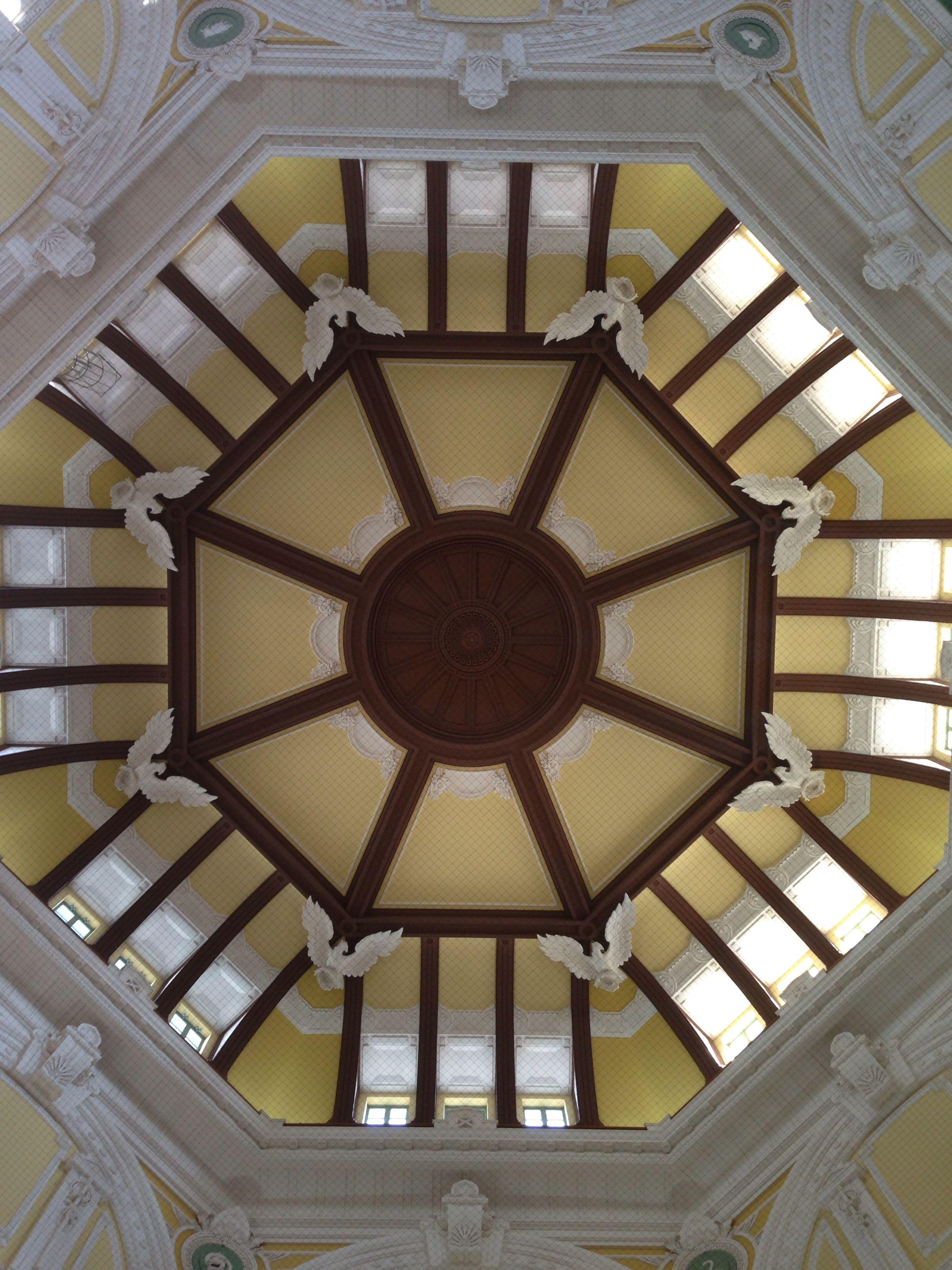 ドーム天井は必見 天井 路面電車 ドーム