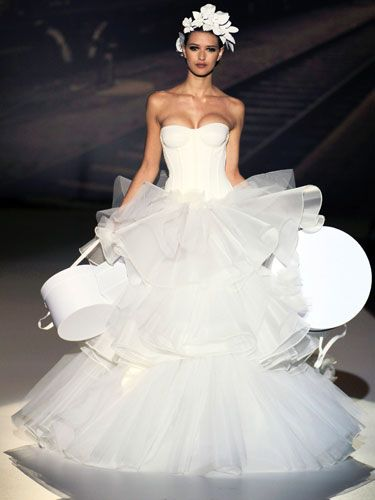 Friends Don\'t Let Friends Wear These Dresses   Ugly wedding dress ...