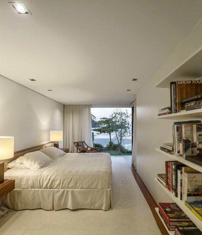 Casa na Praia da Baleia, costa norte de S. Paulo by Arthur Casas