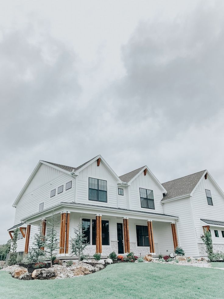 A Modern Farmhouse - Parade of Homes