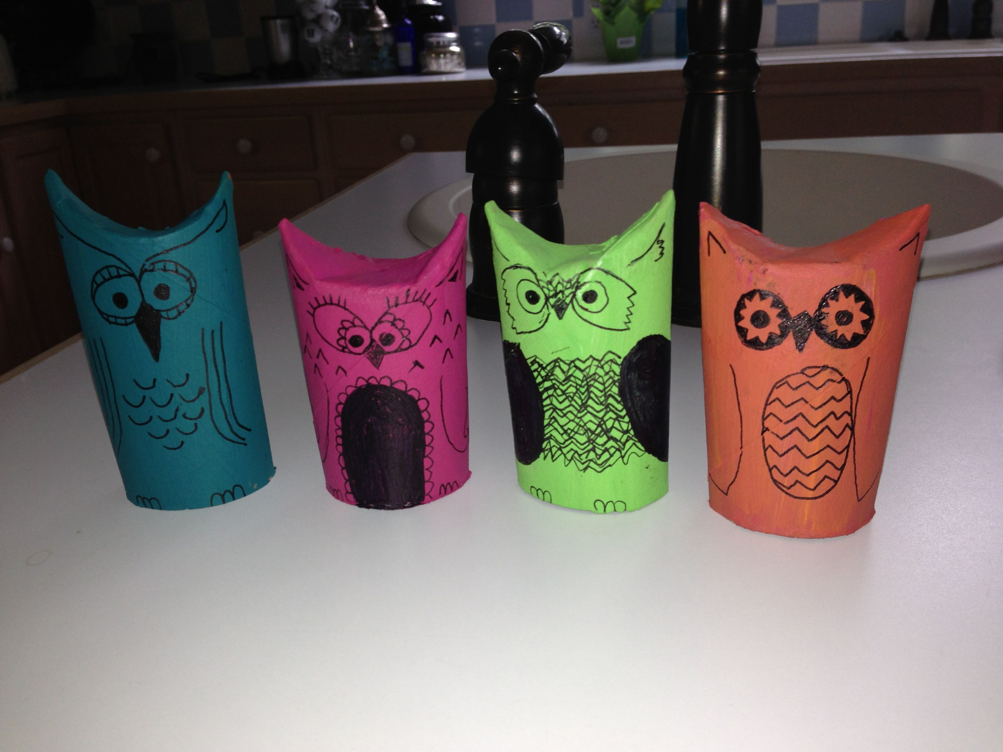 Toilet paper tube owls crafts pinterest for Toilet paper tube owls