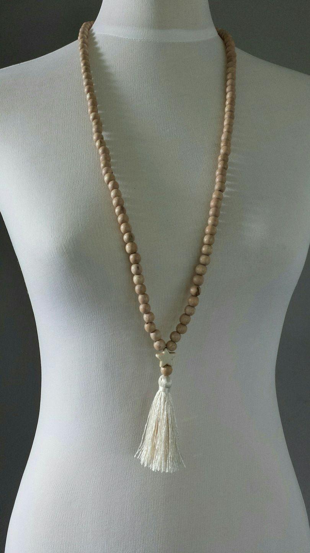 sautoir perles bois de rose et pompon collier par. Black Bedroom Furniture Sets. Home Design Ideas