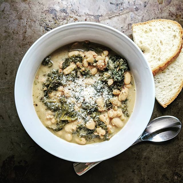 I'm OBSESSED with this hearty Sausage, Kale, and White Bean Soup! It's so satisfying and filling, but it's a food you feel good about eating. Recipe link in bio!  #sausage #kale #soup #cleaneating #glutenfreerecipe #dairyfree #recipes #recipe #healthyrecipes #eatclean #eatrealfood #onepotmeal #easyrecipes #whatsfordinner #quickdinner #yum #instafood #foodstagram #dailydish