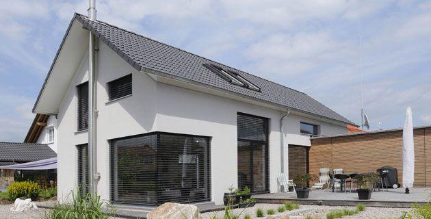 Modernes wohnhaus mit gehobenem niveau haustr ume au en for Modernes wohnhaus
