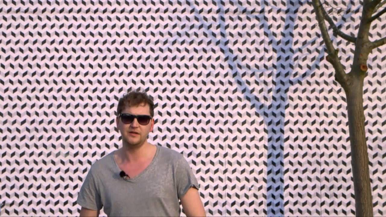 Pieter Bostoen is een (straat-)kunstenaar afkomstig uit Roeselare.  Hij heeft een full time beroep kunnen maken van wat vroeger een zijproject was. Zijn werken zijn zeer divers en gaan van architectuur, grafisch design, ontwerpen van juwelen tot het schilderen van muren. Hij startte een website om zijn werk te verzamelen en te laten zien.  Ga zeker eens een kijkje nemen!  http://www.pieterbostoen.com