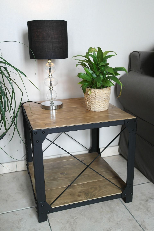 petite table basse style loft bois et acier style loft petite table basse et petites tables. Black Bedroom Furniture Sets. Home Design Ideas