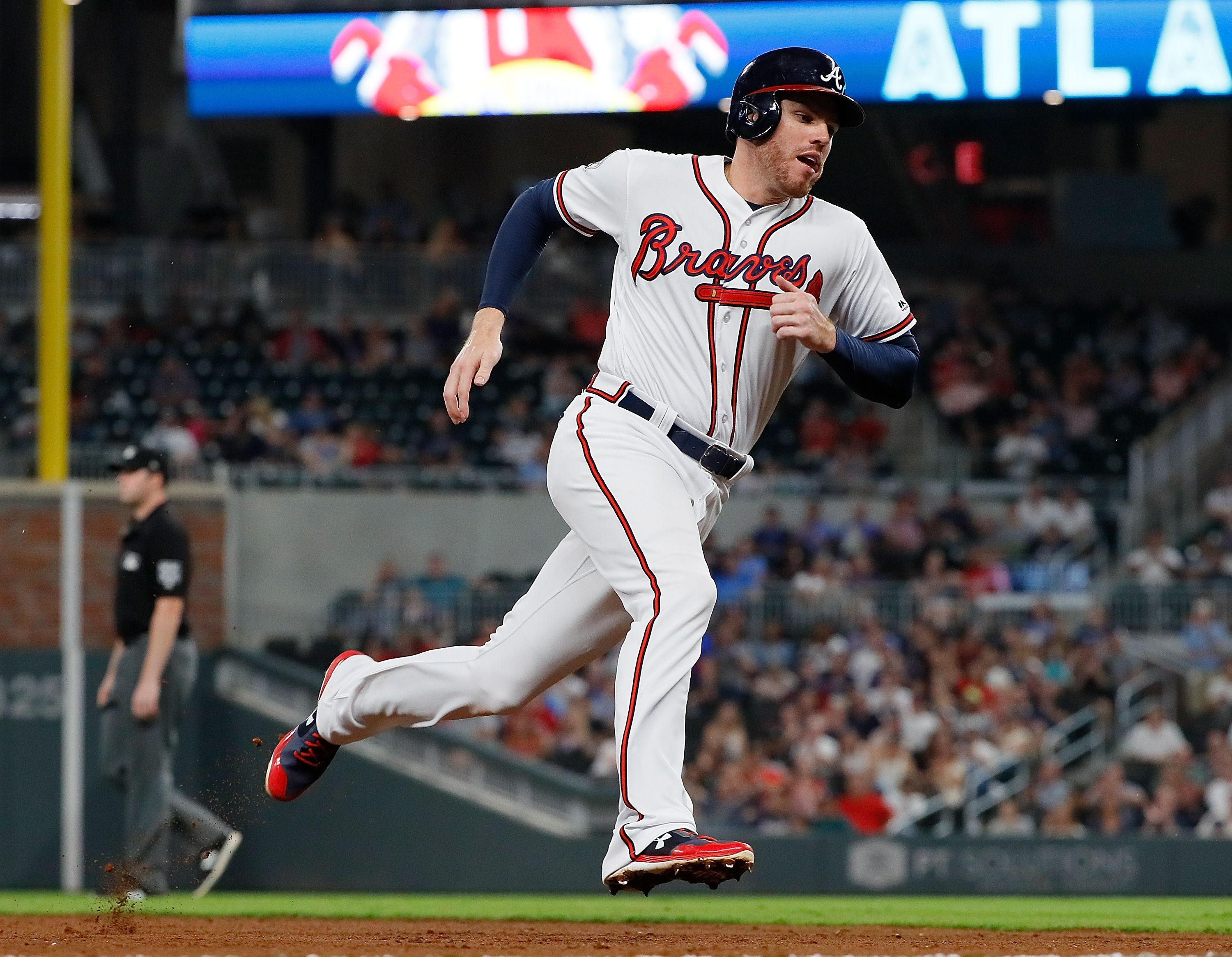 Atlanta Ga September 19 Freddie Freeman 5 Of The Atlanta Braves Rounds Third Base On The Way To Score On A Rbi Single Hit By Kurt Suz Braves Atlanta Braves