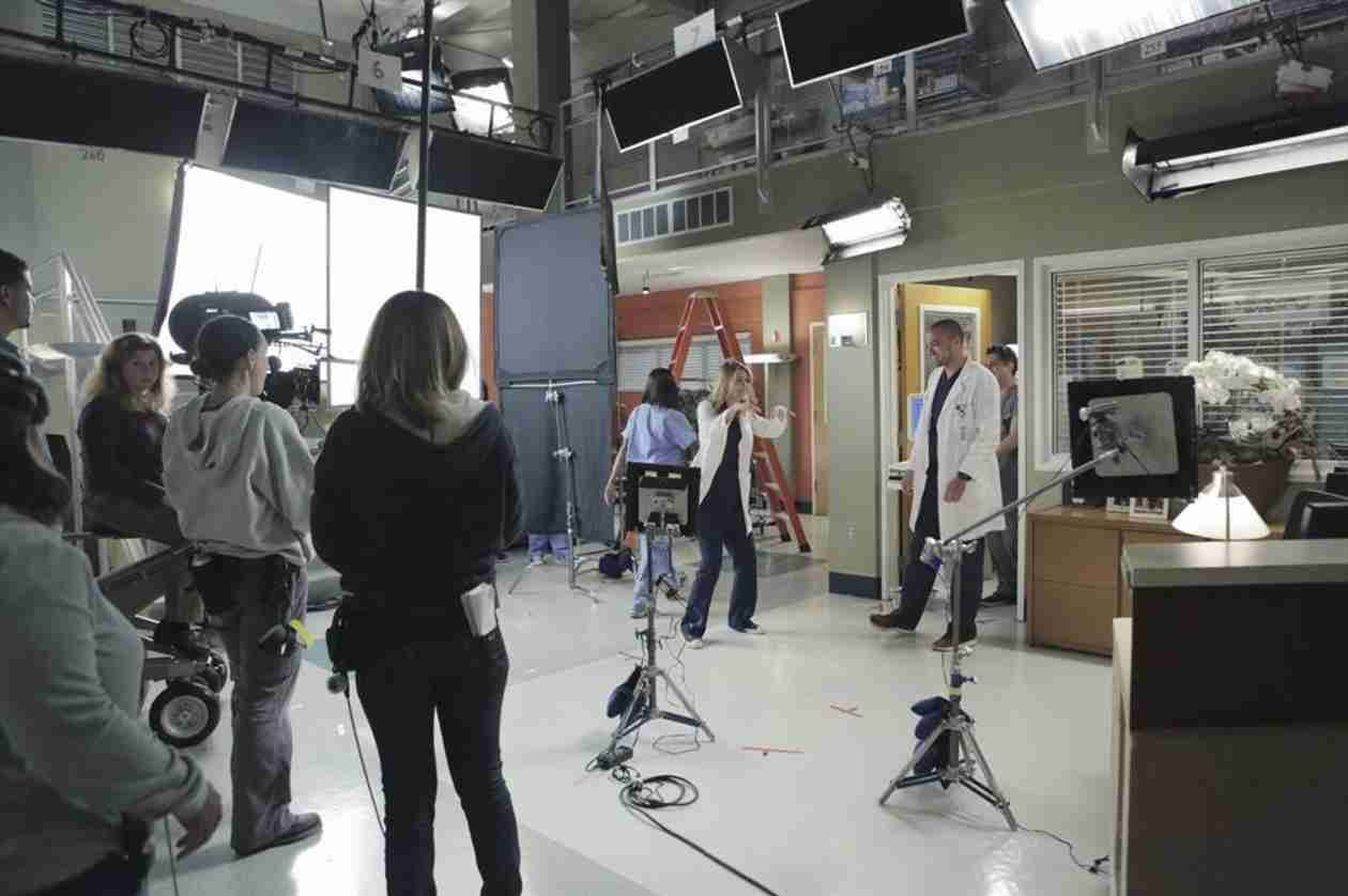 Ellen Pompeo and Jesse Williams on Set of Grey\'s Anatomy Season 10 ...