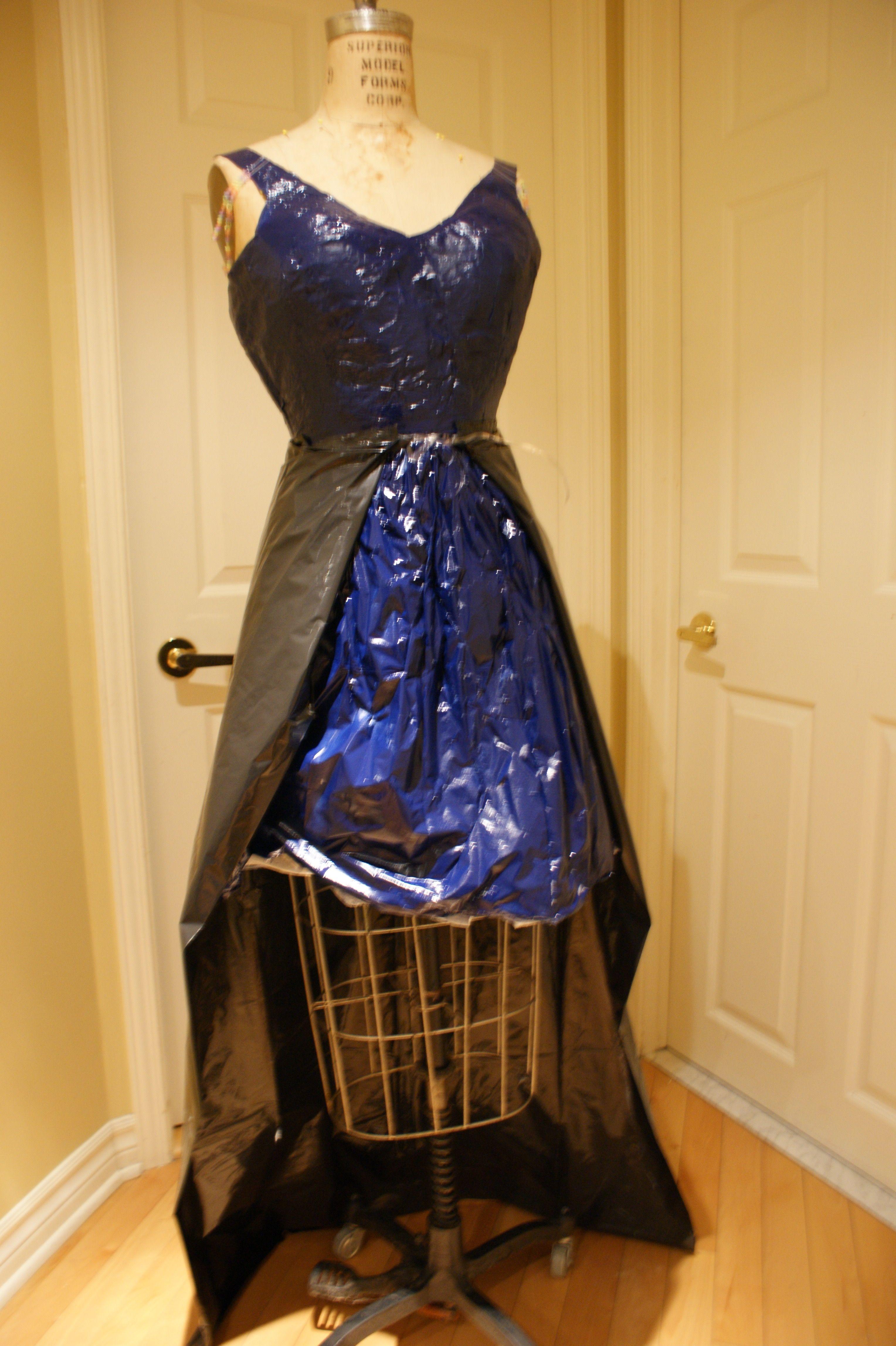 Mon projet personnel consiste à fabriquer une robe pour montrer que l'humain porte la responsabilité de la pollution causée par les déchets en plastique. Mon produit vise à sensibiliser les gens à la surutilisation du plastique. Pour plus d'information à propos du projet voir: https://www.tumblr.com/blog/ppstella