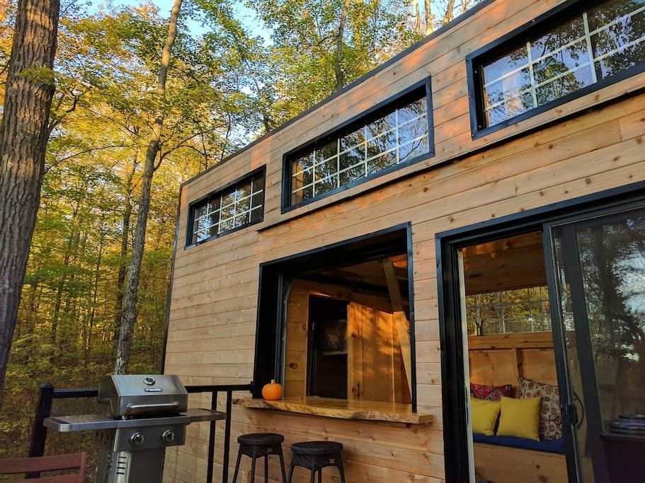Secluded Tiny Cabin In The Woods On Quiet Lake Cottages For Rent