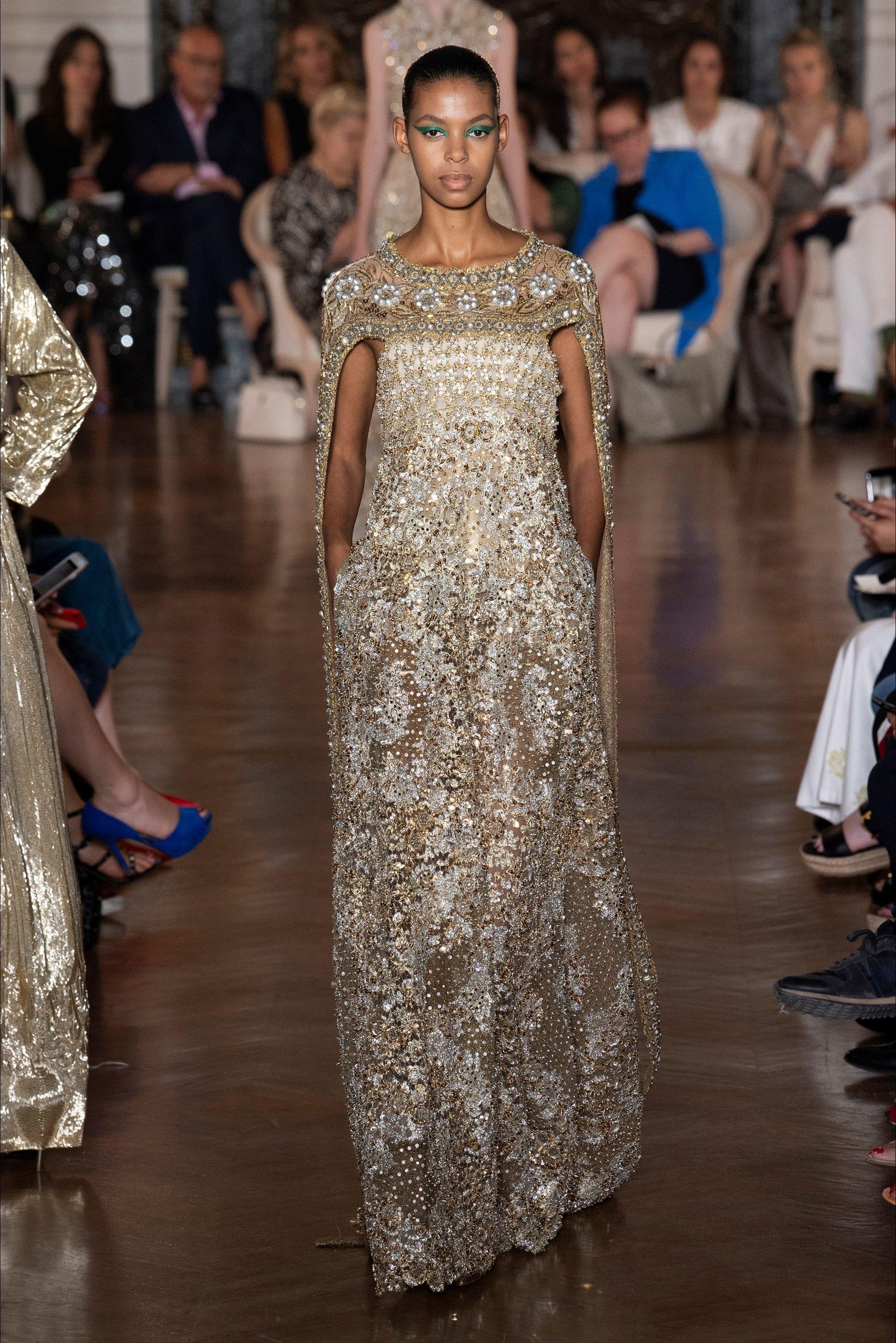 844e50f0ff71 Sfilata Valentino Parigi - Alta Moda Autunno-Inverno 2018-19 - Vogue ...