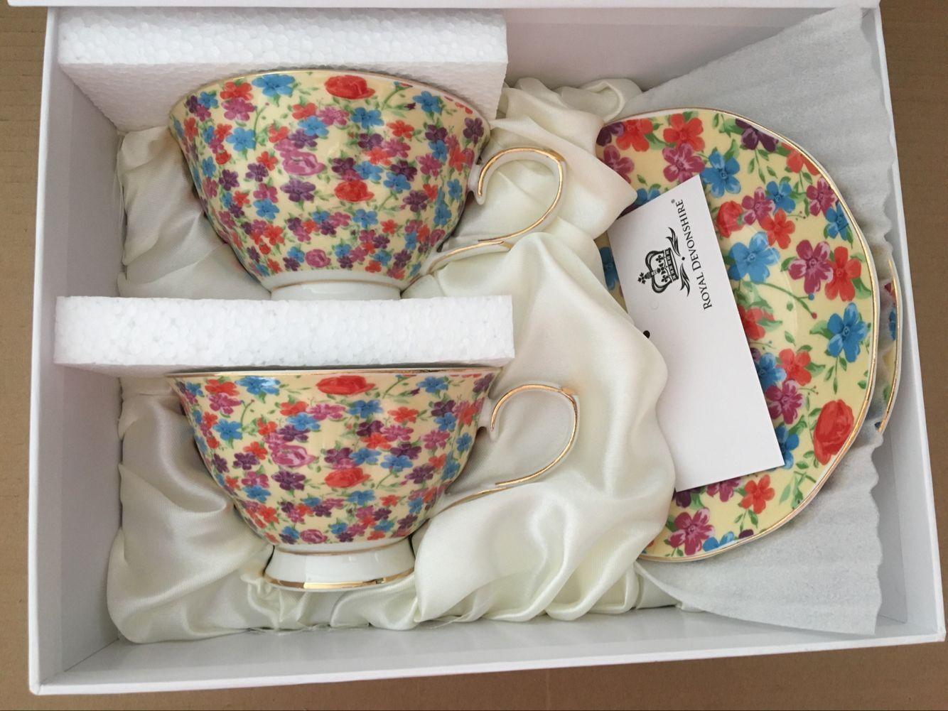 Cream Flower Garden Matching Teacups Teapot design