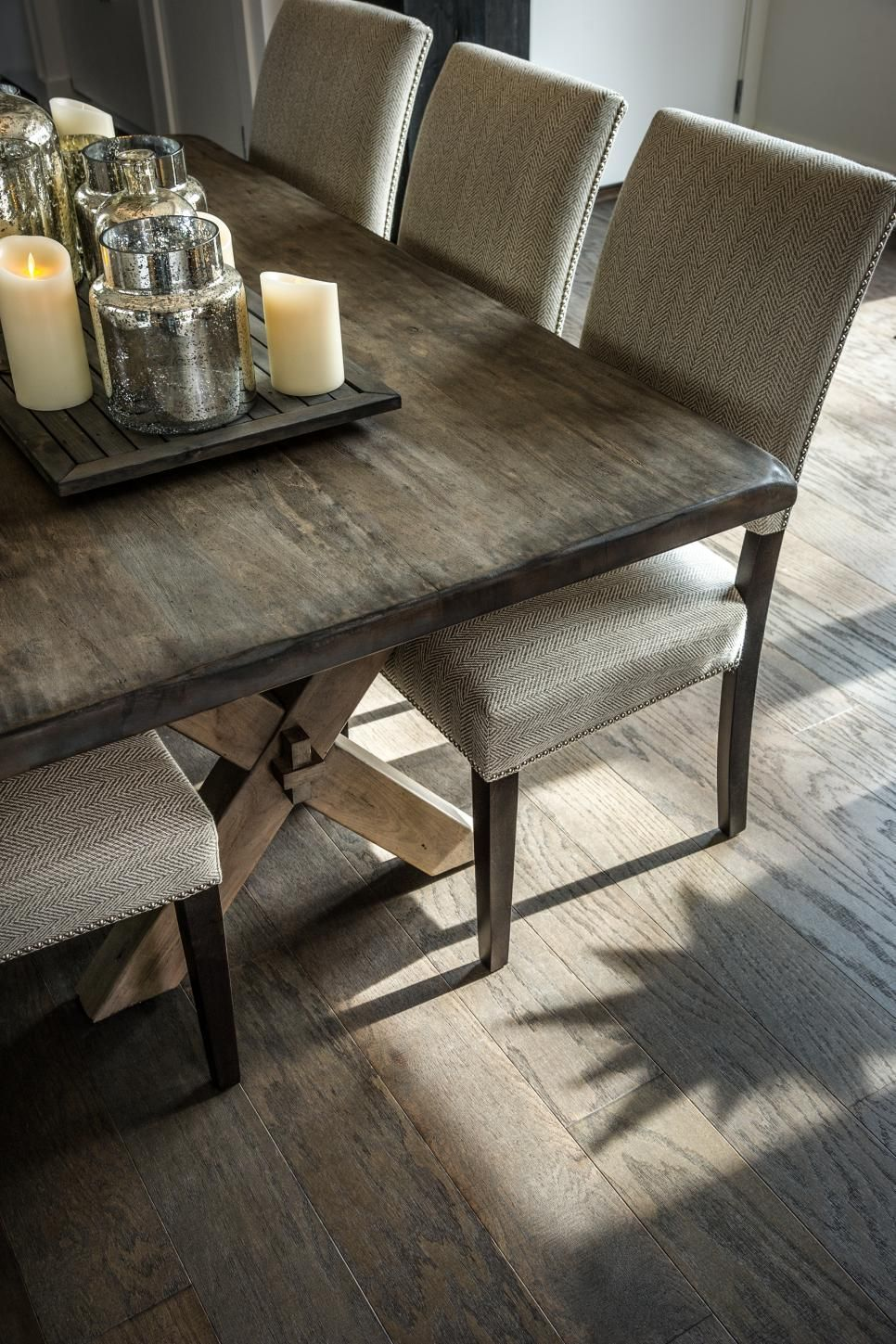 A Mix Of Farmhouse Design With Modern Accessories Creates A New Natural Wood Dining Room Tables Decorating Design