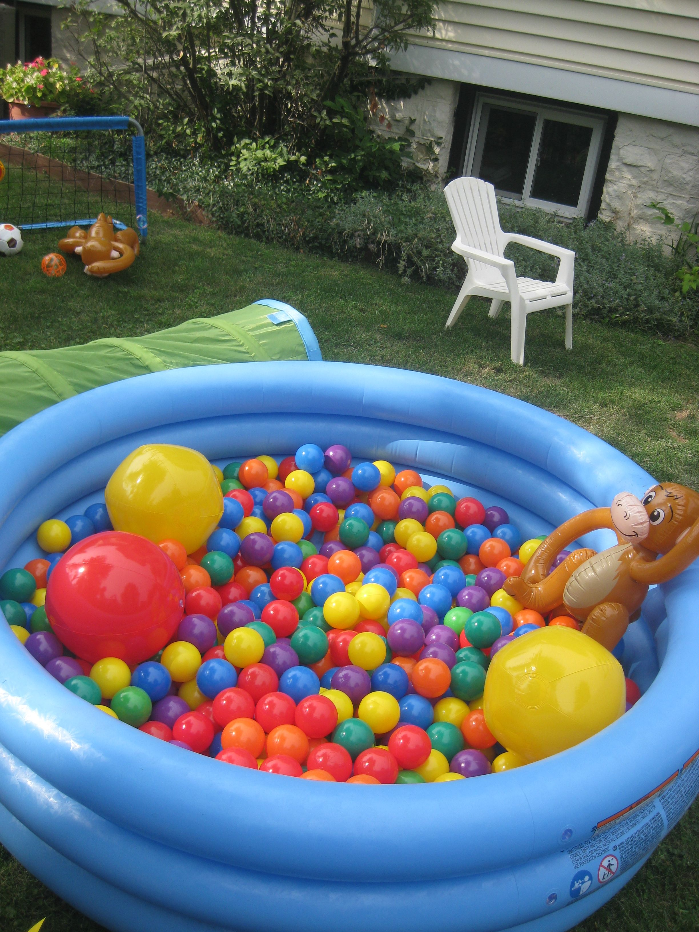 need an easy activity for the kiddies fill your kid pool with