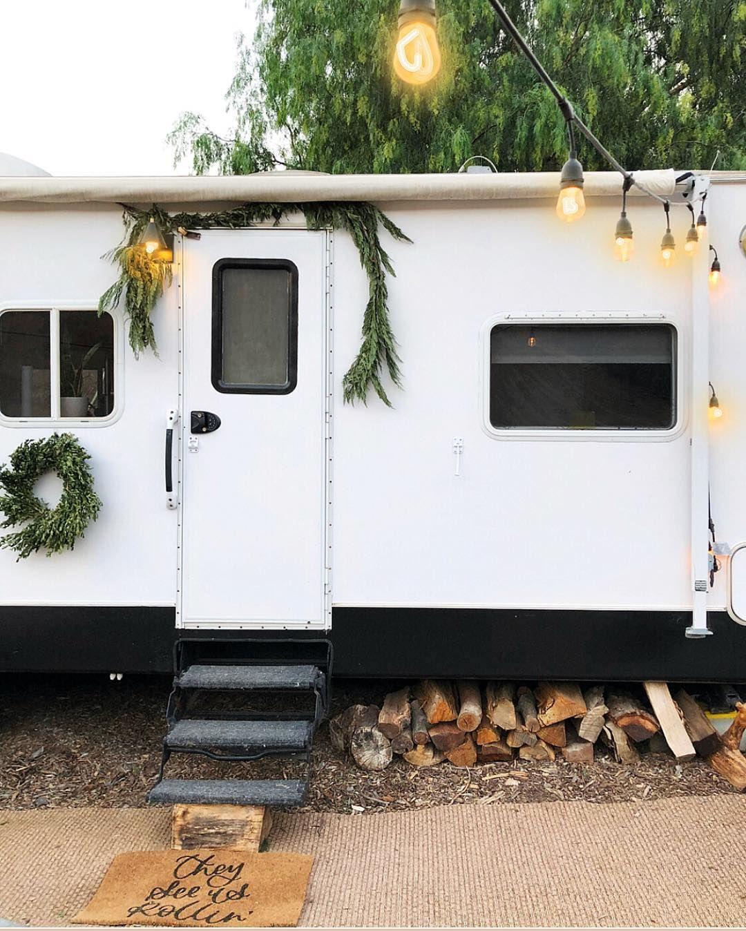 Christmas Trailer Bow